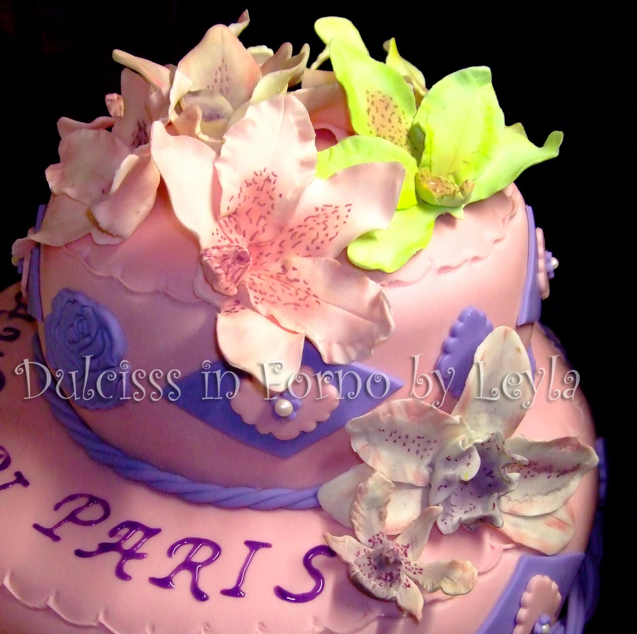 Torta orchidee a due piani decorata in pasta di zucchero for Torte di compleanno a due piani semplici