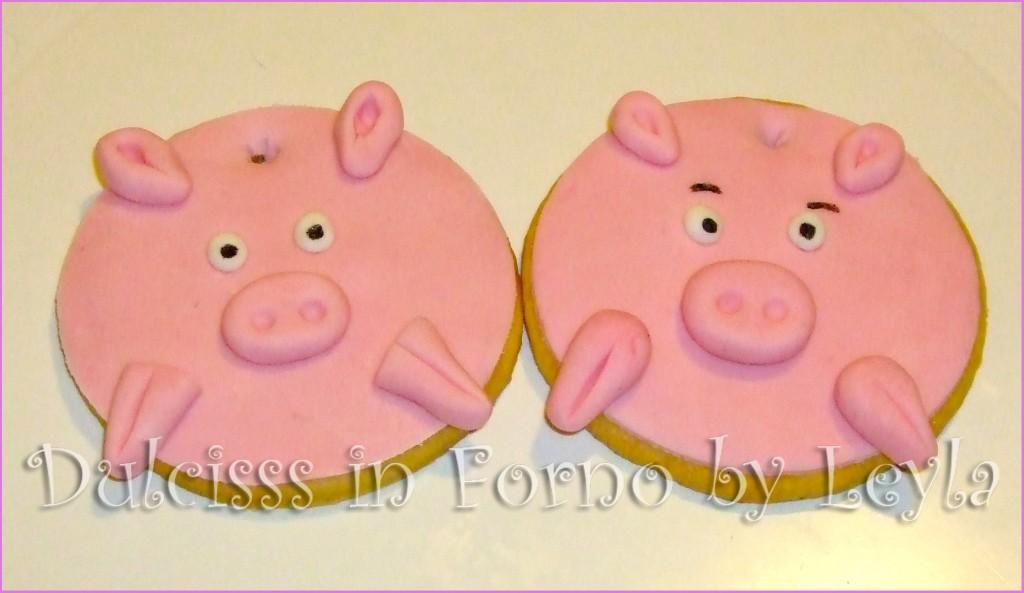 Biscotti decorati a forma di maialino, tutorial passo passo pasta di zucchero PDZ MMF maialino portafortuna Dulcisss in forno