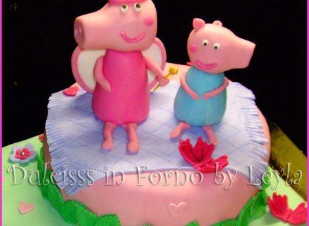 Torta Peppa Pig Principessa, decorata in pasta di zucchero