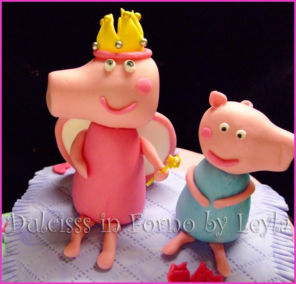 Torta Peppa Pig Principessa, decorata in pasta di zucchero fratellino Georg PDZ Dulcisss in forno