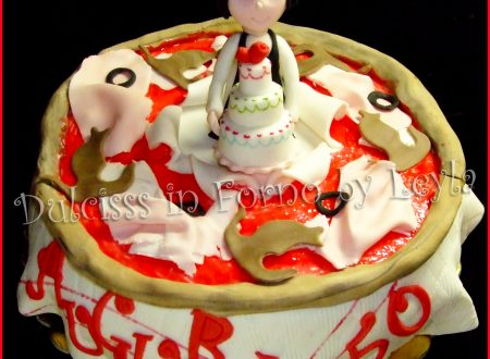 Torta pizza torta ??! Decorata in pasta di zucchero…