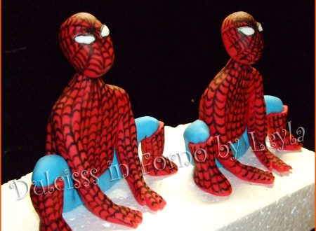 Torta Spiderman 3D, decorata in pasta di zucchero