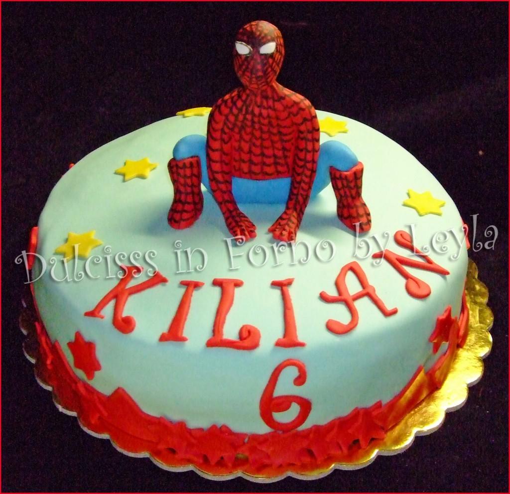 Torta spiderman d decorata in pasta di zucchero