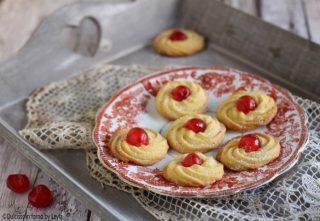 Pasticcini di frolla montata, ricetta biscotti di Natale biscotti biscotti natalizi biscotti di natale frolla sac a poche burro buoni che si sciolgono Dulcisss in forno