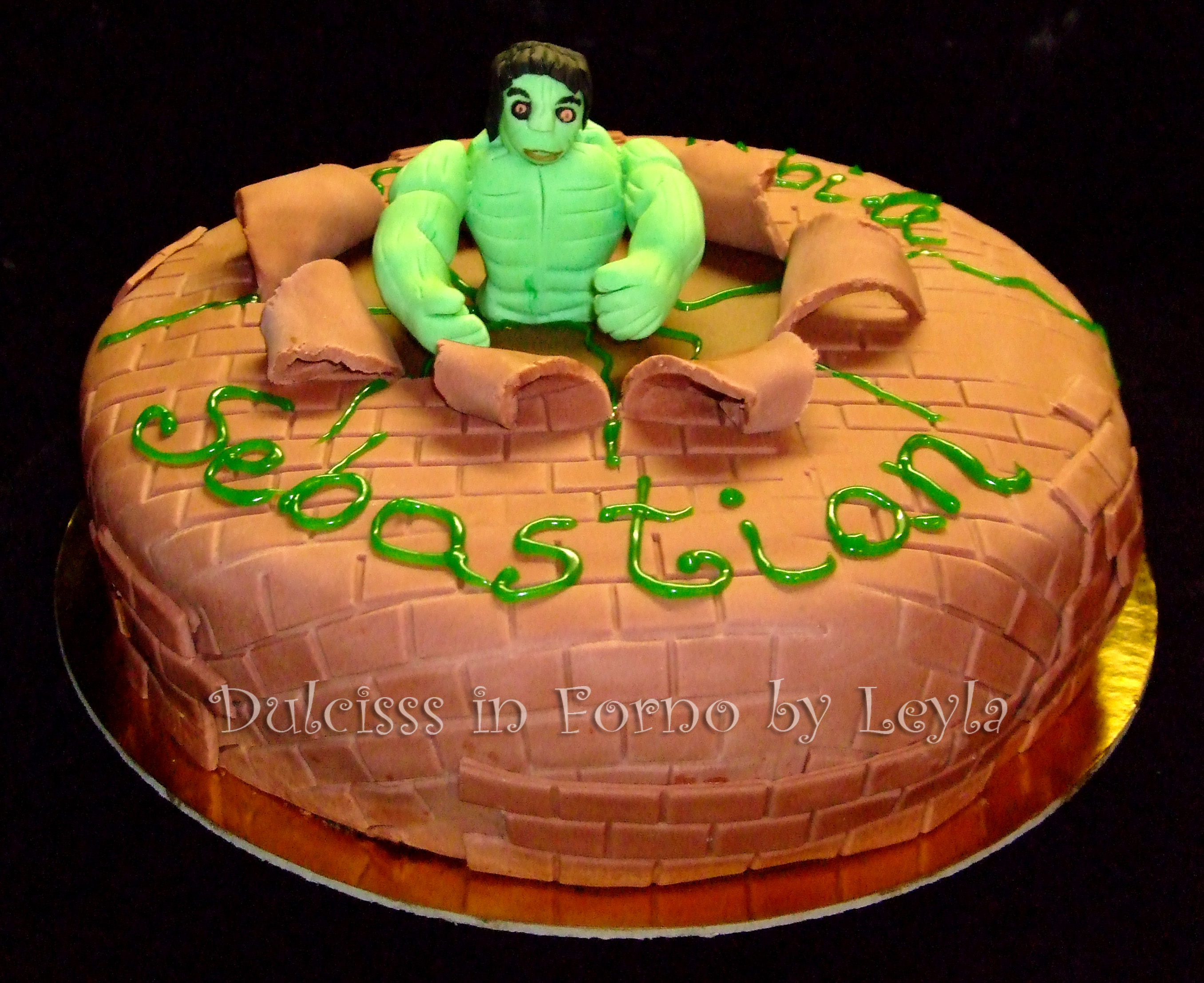 Torta hulk l incredibile in pasta di zucchero