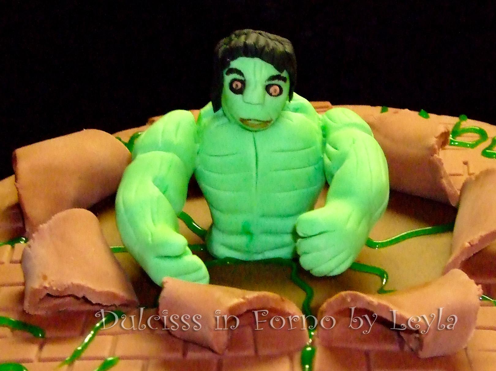 Torta Hulk, l'incredibile Hulk in pasta di zucchero