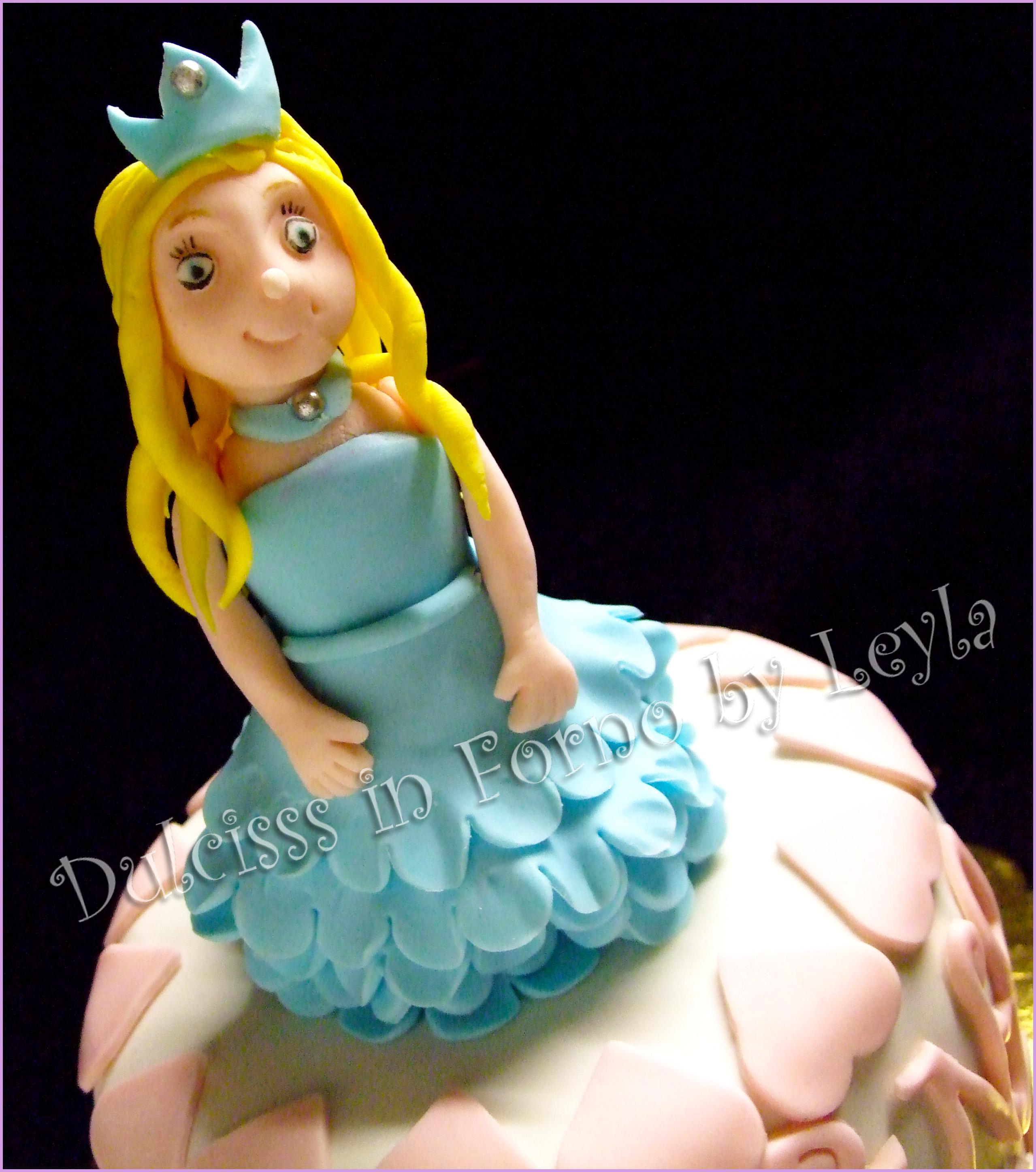 Torta Principessa – Princess Mini Cake, decorata in pasta di zucchero PDZ Principessa 3D Modelling Dulcisss in forno torta di compleanno torta per bambini Dulcisss in forno