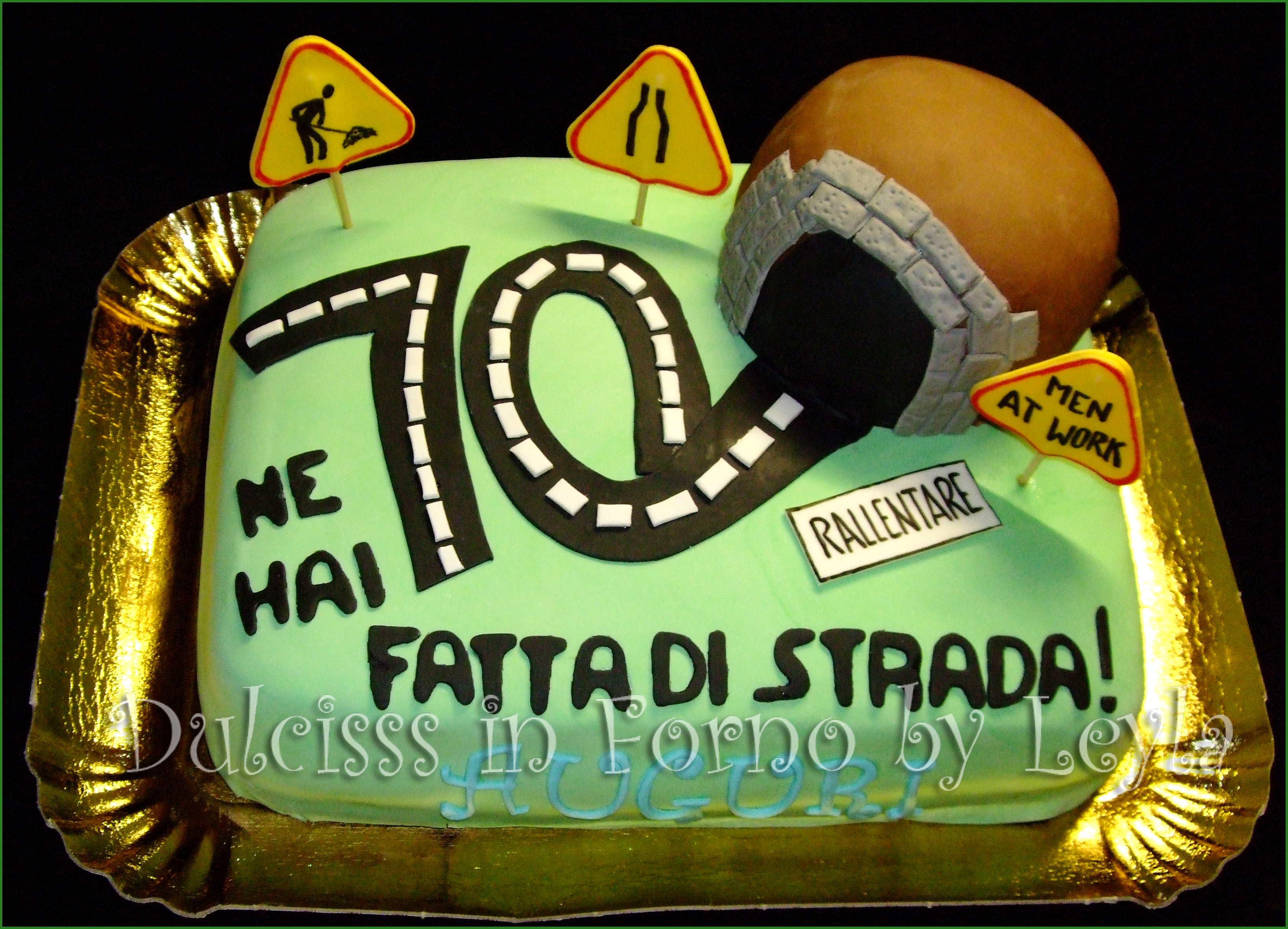 Torta strada e galleria decorata in pasta di zucchero for Decorazioni per torta 60 anni