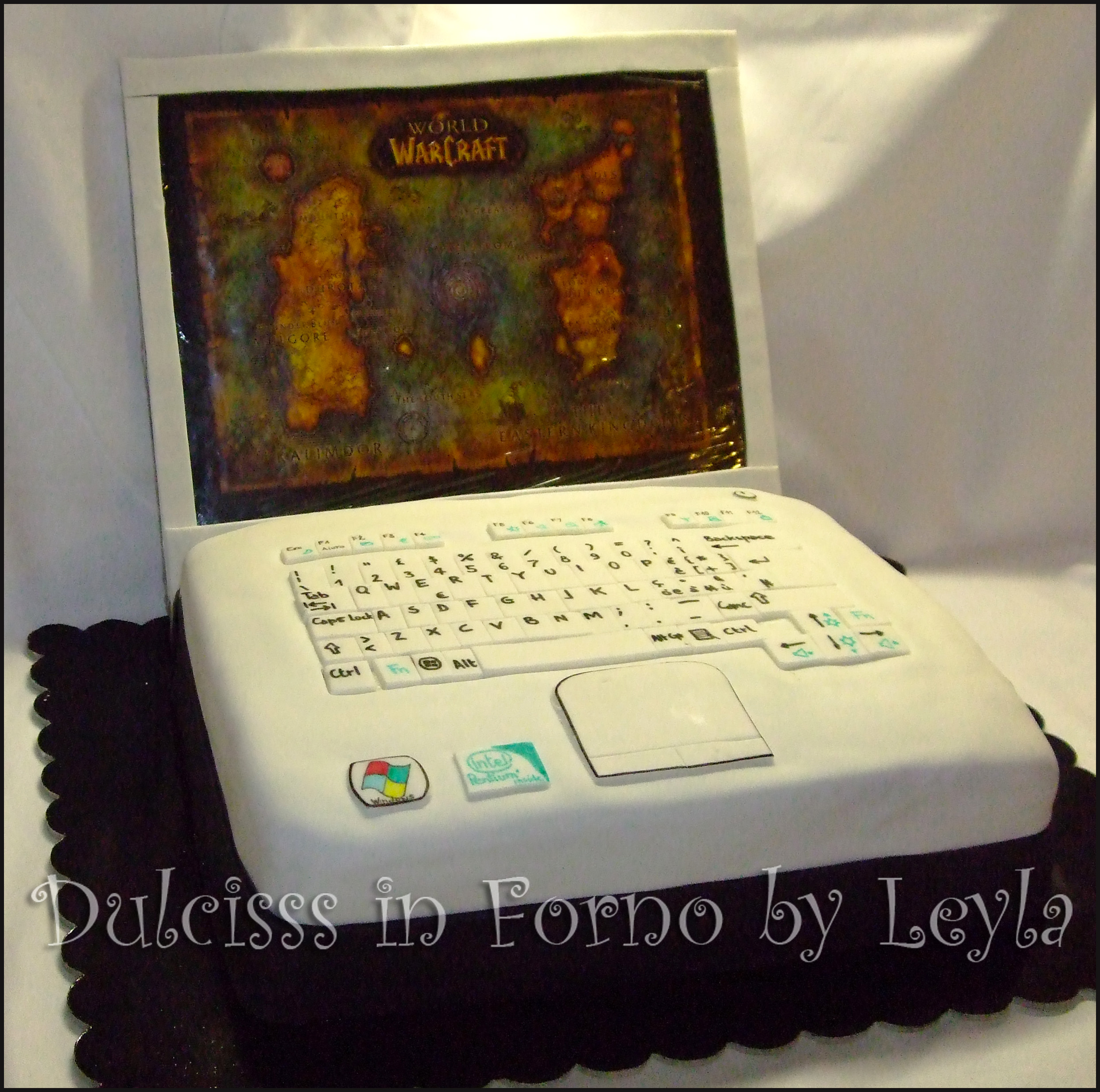 Torta PC o Notebook, tutorial passo passo pasta di zucchero