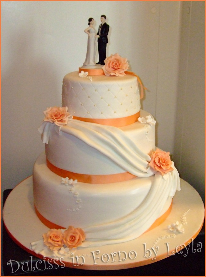 Cake Design Torino Prezzi : Wedding Cake Rose e Drappeggi pasta di zucchero