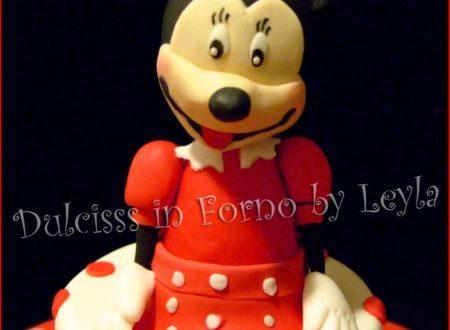 Torta Minnie Cake, decorata in pasta di zucchero