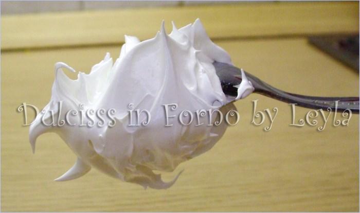 Meringa all'italiana, ricetta di Luca Montersino ricetta base ricetta crema meringa che non si cuoce base per gelati base per semifreddi base per mousse base per sorbetti Dulcisss in forno