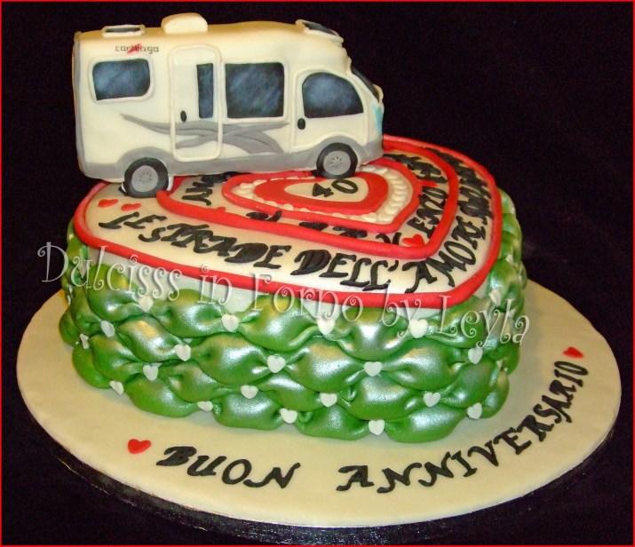 Torte Anniversario Di Matrimonio Pasta Di Zucchero.Torta Anniversario Di Matrimonio Cuori E Camper In Pasta Di Zucchero