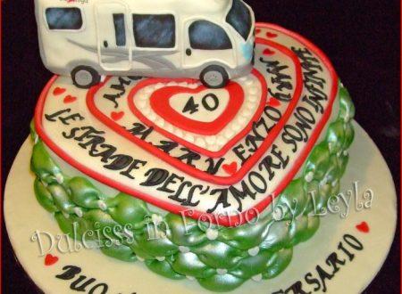 Torta Anniversario di Matrimonio cuori e camper in pasta di zucchero