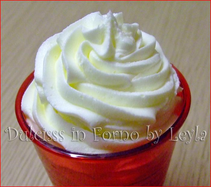 Crema al burro, ricetta base ricetta crema per stuccare ricetta crema per cupcake frosting colorare la crema al burro crema prima della pasta di zucchero ricetta crema veloce ricetta base crema Dulcisss in forno