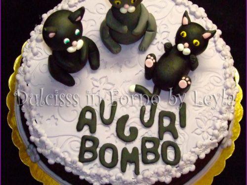 Torta gattini, decorata in pasta di zucchero