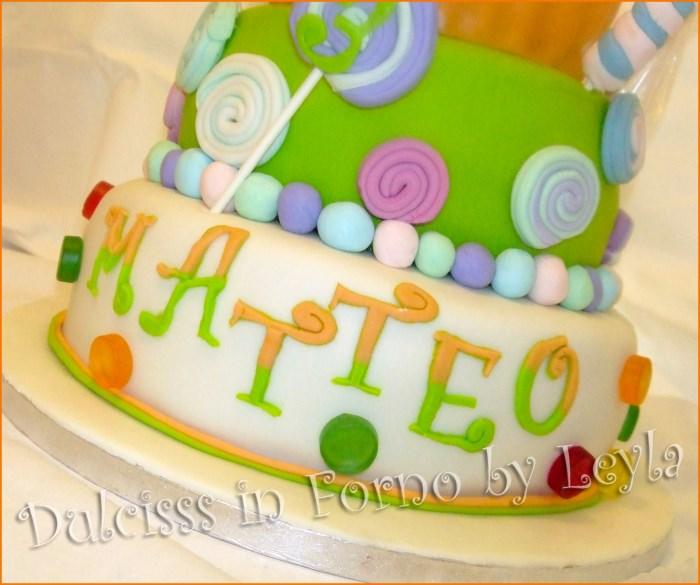 Torta cupcake gigante e lecca lecca decorata in pasta di for Piani a forma di l per piccoli lotti