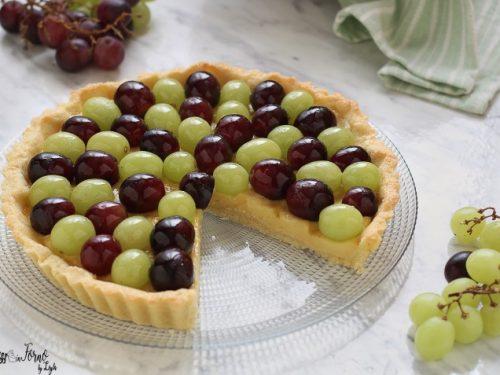 Crostata alla crema e uva bianca e nera