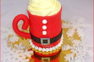Panettoncino decorato natalizio: la tazza di Babbo Natale in pasta di zucchero