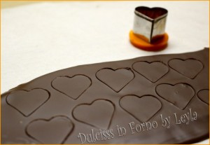 cuoricini al cioccolato per decorare decorazioni al cioccolato decorazioni per torte decorazioni per cupcakes decorazioni a forma di cuore cuori di cioccolato cuori di cioccolata cuori per decorare le torte cuori per decorare i cupcakes come fare i cuori per decorare al cioccolato cioccolata a cuore cioccolato a cuori cuori per san valentino cuori s. valentino cuoricini al cioccolato per s. valentino cuoricini al cioccolato per san valentino come decorare i cupcakes come decorare le torte decorazioni al cioccolato cioccolato fondente cioccolato bianco cioccolato al latte cuoricini bianchi cuoricini al cioccolato cuoricini veloci cuori veloci al cioccolato ricetta veloce ricetta semplice cuori semplici cuoricini semplici al cioccolato ricetta facile metoda facile decorazioni semplici con cioccolato decorazioni facili con cioccolato decorazioni veloci con cioccolato cuoricini al fondente per s. valentino decorazioni al cioccolato per san valentino decorazioni amore Dulcisss in forno by Leyla cioccolato Dulcisss in forno decorazioni Leyla cioccolato Leyla