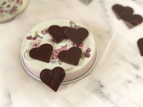 Cuoricini al cioccolato per decorare torte e cupcakes per S. Valentino