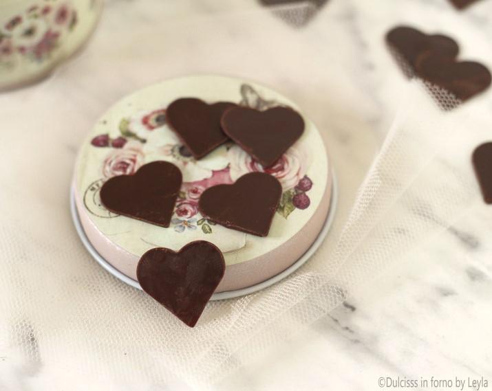 Cuoricini al cioccolato per decorare torte e cupcakes per for Decorazioni di cioccolato per torte