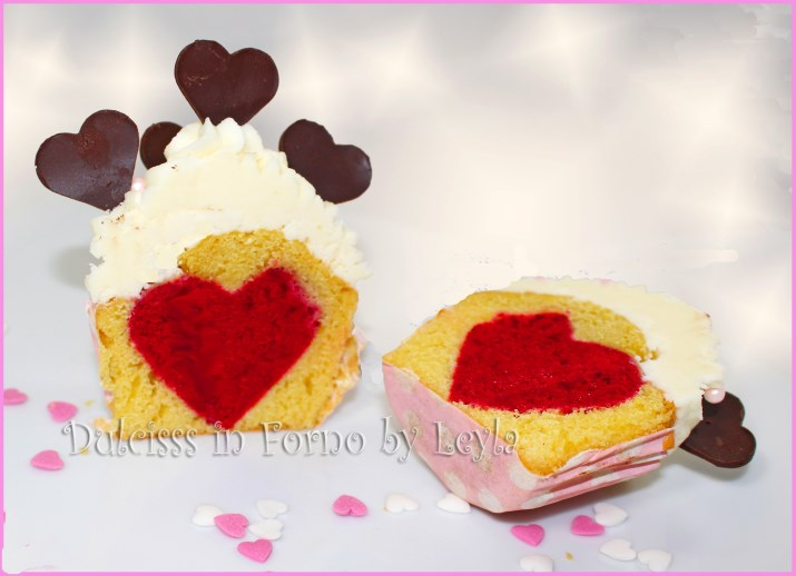 cupcake con cuore al centro cupcake con cuore centrale cupcake con cuore al centro rosso hidden heart Valentine's cupcakes  cupcakes heart inside cupcake con cuore dentro cupcake con cuore all'interno cupcake con cuore rosso cuore che si vede dentro ad un muffin muffin con cuore al centro muffin con cuore centrale cupcakes per san valentino cupcakes per s. valentino muffin per s. valentino muffin per san valentino colazione per san valentino colazione per san valentino cupcake con cuore muffin con cuore cuore di pasta cuore rosso cuore colante dolcetti per s. valentino dolcetti per san valentino ricette san valentino ricette s. valentino dolci s. valentino dolci san valentino come creare un capcake con cuore al centro come fare un muffin con cuore dolci per fidanzato dolci per marito ricetta per la colazione ricetta san valentino ricetta passo passo valentine's day recipe step by step heart cupcakes cupcakes with heart decorated cupcakes ricette dulcisss in forno by Leyla ricette dulcisss ricette Leyla