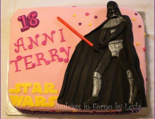Darth Vader Cake in pasta di zucchero: torna Star Wars