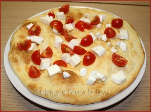 pizza estiva fresca e colorata pizza fredda pizza fresca pizza colorata pizza con ingredienti strani pizza con ingredienti freschi pizza con ingredienti a crudo pizza con ingredienti freddi pizza con ingredienti a freddo impasto della pizza lievito di birra breve lievitazione pizza strana pizza originale pizza golosa pomodorini ciliegino pomodorini pachino mozzarella di bufala mozzarella fresca prosciutto crudo di parma rucola pizza con pomodorini pizza con mozzarella di bufala pizza con rucola pizza con prosciutto crudo ricetta impasto per pizza veloce impasto per pizza semplice impasto per pizza facile ricetta semplice ricetta facile ricetta estiva ricetta economica ricetta light pizza light ricetta pizza primavera ricetta pizza estiva ricetta pizza fredda lievito istantaneo pizza golosa pizza Dulcisss in forno by Leyla