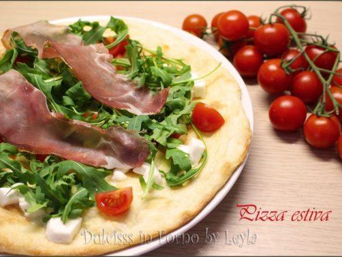 Pizza estiva: ricetta fresca e coloratissima