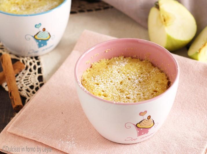 Torta di mele in 5 minuti: la torta in tazza o Mug Cake alle mele Dulcisss in forno by Leyla