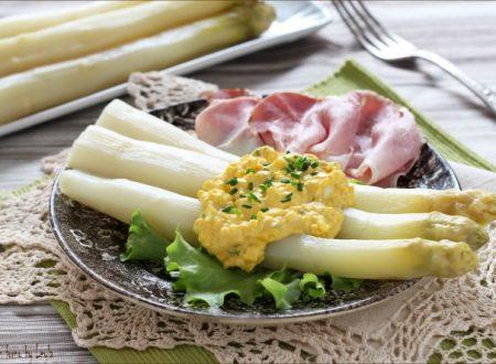 Asparagi e salsa bolzanina, ricetta tipica Alto Adige