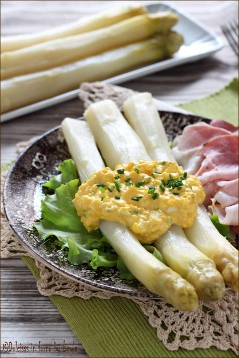Asparagi con salsa bolanina
