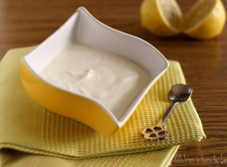 Panna acida fatta in casa, per ricette dolci e salate