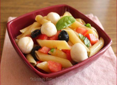 Pasta fredda pomodoro mozzarella e olive