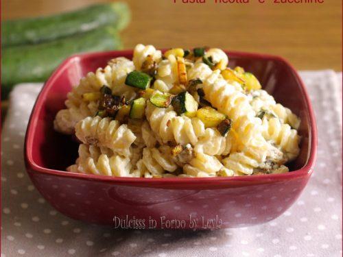 Pasta ricotta e zucchine, leggera e gustosa