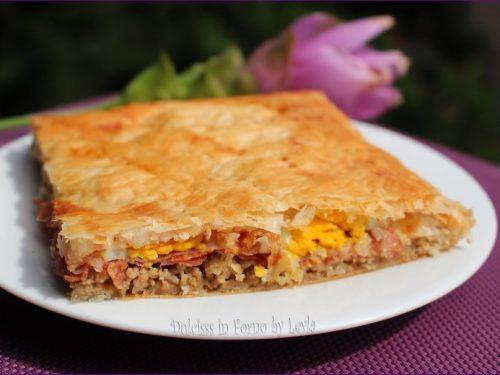 Torta salata con carne macinata, salumi, uova e formaggio: la Pinza