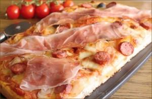 pizza tirolese pizza alla tirolese pizza con speck pizza con cipolla pizza alla cipolla pizza con wurstel pizza ai wurstel pizza allo speck pizza con speck pizza con olive nere ricetta impasto per pizza veloce pizza farcita impasto per pizza semplice impasto per pizza facile ricetta semplice ricetta facile ricetta economica ricetta pizza pizze farcite lievito di birra pizza golosa pizza Dulcisss in forno by Leyla