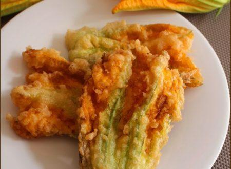 Fiori di zucca fritti in pastella con acqua frizzante