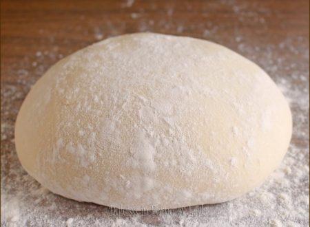 Pizza con farina manitoba a lunga lievitazione con poco lievito di birra
