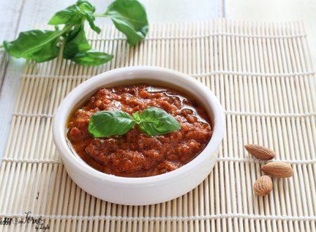 Pesto rosso con pomodori secchi e mandorle fatto in casa