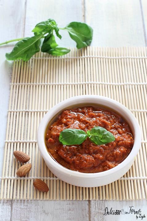 pesto rosso con pomodori secchi e mandorle fatto in casa ricetta Dulcisss in forno by Leyla