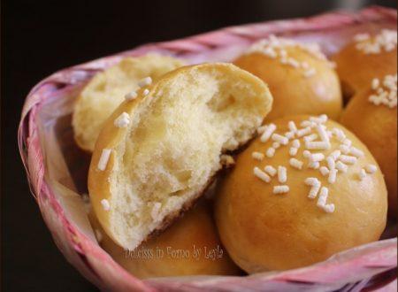 Panini dolci con granella di zucchero, ricetta con lievito di birra