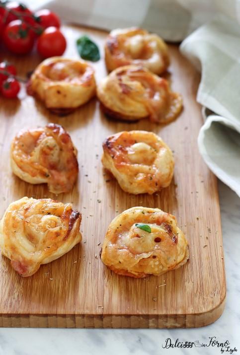 Girelle di pizza di pasta sfoglia, facili, veloci e originali ricetta Dulcisss in forno by Leyla