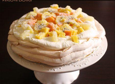 Pavlova esotica: una torta alla frutta freschissima, senza glutine
