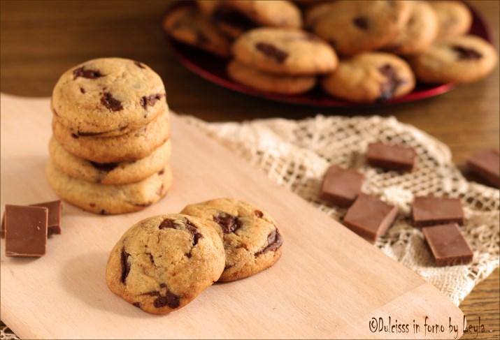 cookies americani cookies biscotti americani croccanti biscotti con gocce di cioccolato cookies con zucchero di canna biscotti con cioccolato a pezzi croccanti biscotti al burro biscotti burrosi biscotti friabili ricetta biscotti friabili biscotti con cioccolato biscotti veloci biscotti facili biscotti semplici ricetta con 1 uovo ricetta economica cookies giallo zafferano cookies giallozafferano cookies blog giallozafferano cookies misya gocce di cioccolato ricette con il cioccolato cioccolato fondente a pezzi ricetta americana zucchero di canna biscotti Dulcisss in forno by Leyla biscotti Leyla