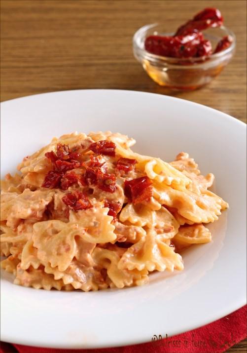 Pasta con pomodori secchi e robiola Dulcisss in forno by Leyla