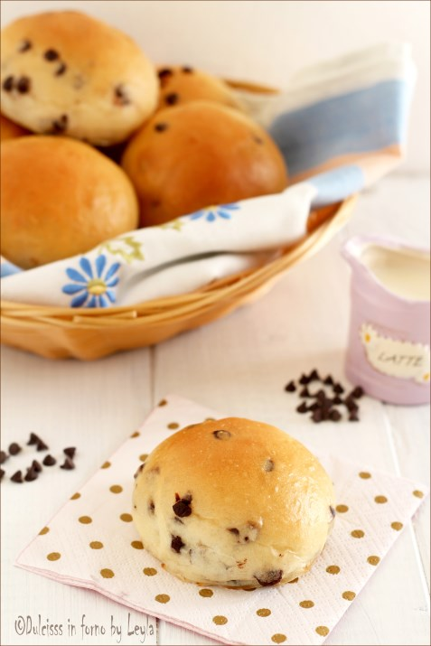 Pangoccioli homemade - panini morbidi con gocce di cioccolato Dulcisss in forno by Leyla