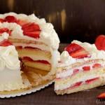 Torta panna e fragole semplice, fresca e golosa