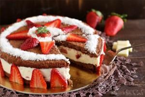 Torta cremosa alla ricotta, cioccolato e fragole Dulcisss in forno by Leyla